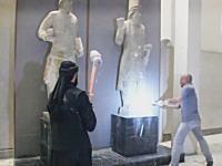 イスラム国がニネヴェ博物館(メソポタミア)の貴重な彫刻を次々と破壊している動画