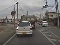 そんなにインを攻めなくてもwww沖縄で撮影されたカーブを直線的に攻める軽四