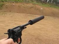 サプレッサーによりほぼ消音する事の出来るリボルバー「ナガンM1895」の試射ビデオ