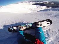 雪崩が発生する時ってこんな感じらしい。雪崩に巻き込まれたスノーボーダー。