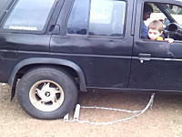 リバースギアを失った車をバックさせる方法。これは良く考えたなwwww