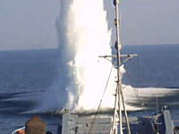 この兵器はなんぞ。ポーランド海軍による水中機雷の爆破処理作業のビデオ。音量注意。