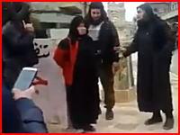 新たにアップされたイスラム国の公開処刑。躊躇なく女の人の頭を撃ちぬく。
