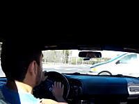 エアバッグが出る瞬間ってこんな感じらしい。ホンダS2000で交差点事故車載。