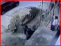 建設現場の死亡事故。上から落ちてきた手押し車が直撃して作業員が死亡(@_@;)