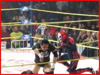 プロレスで死亡事故(動画)ドロップキックを食らった選手がリング上で動かなくなり死亡。そのビデオ。