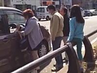 ブチギレ注意報wwwキチガイBBAが車にキレて恐喝などで逮捕。そのビデオ。