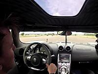 ケーニッグゼグ・アゲーラRの電子スタビリティー・コントロールが凄いらしい動画。