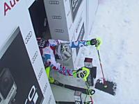 スキー競技スラロームのスタートで信じられない失態をしでかした選手。なんでだよwww