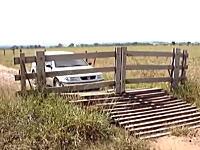 これは良く考えた。車が近づくと自動で開くカーゲートをシンプルな仕組みで作ってみた