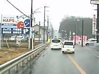 マジキ千葉。若葉区で異常な動きのスズキアルトが撮影される。なんだこの運転。