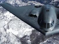 軍事動画。B-2(スピリット)ステルス戦略爆撃機の空中給油風景がカッコイイ。