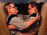 世界最高齢の結合双生児。ロニー・ガライオンとドニー・ガライオンの生活。