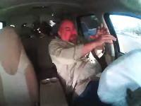 衝撃の瞬間。この運転手は生きた心地がしなかっただろうな。追突され押し出された所に対向車が!