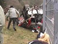 これは死者もでるわ。ぶっ飛びGT-Rがフェンスを越えた瞬間の凄い映像がアップされる。