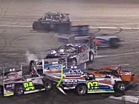 交差点がヤバいwww8の字コースで行われる自動車レースがアホすぎて楽しい動画ww