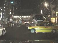 今日のドラレコ3連発。信号無視で無理やり突っ込んでくるタクシー。プロなのに(´・_・`)