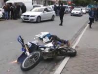 こんなのトラックもある意味被害者だよな。トラックの真横で転倒したバイクが頭を轢かれて死亡。