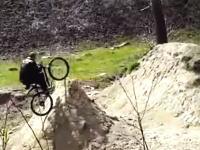 全然足りてないwww自転車でジャンプしようとしてワロタwww笑いすぎwwwww