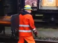 この鉄道作業員あっぶねえw(゚o゚)wネタでやるには危険すぎるだろwwwww
