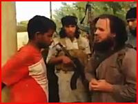 イスラム国が新しい処刑方法を考案したらしい。電柱に縛った男性にRPGをぶち込む。