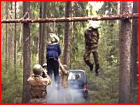 ウクライナで妊娠中の妻とその夫を絞首刑にするショッキングなビデオがみつかる。