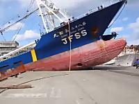 漁船第八十二寿和丸乗揚事件あり。海のクラッシュ映像集。半分は解体場っぽいけど。