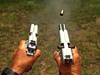 1度に2発発射される拳銃ダブルバレル1911で2丁拳銃やってみた動画。例のおじさん。
