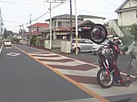 両足同時にヒザ擦り!?千葉県でびっくりライダーが撮影される。ブンブンしようとしていたのかな。