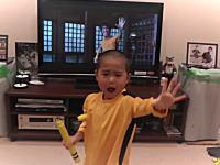 完璧すぎるwwwブルース・リーを演じる日本の5歳児のビデオが海外で大人気に。