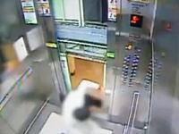 ドアが閉まる前に上昇しだしたエレベーターに殺されかけた男性(((゚Д゚)))韓国動画。
