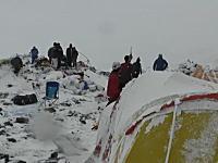日本人が記録していたエベレストのベースキャンプを襲った雪崩の映像。新たに公開される。