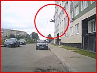 人が10階の高さから落下してコンクリートに叩きつけられれた時の生音。