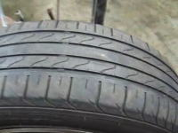 古くなったタイヤをまだ使用可能な状態に見せる方法。これはダメだろう(´°_°`)