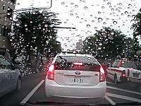車線のゼブラゾーンって何の為にあるんだろう?ゼブラ走行のタクシー事故。