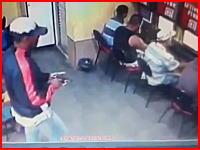 ネカフェ殺人事件の映像が公開される。逃げるチャンスはあったのにな。監視カメラ。