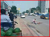 ザクザク殺人。不倫がばれて路上で刺されまくっている男性。嘉興市。