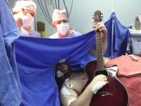 脳腫瘍の手術を受けながらギターを弾いて歌ってみた。これはどういう事なの(°_°)