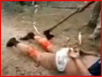 マジかよこの動画ヤバすぎる。うつ伏せにされて斧で足を切断される男性(((゚Д゚)))