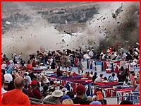 飛行機が観客席に突っ込むヤバい動画みつけた(°_°)パイロット含む9名が死亡。