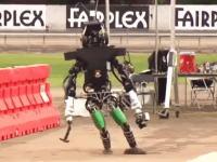 二足歩行への挑戦。超絶優秀な大学生たちによる二足歩行ロボット大会。