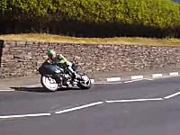 マジキチスペックで注目を集めたカワサキNinjaH2Rがマン島TTに登場。人気動画に。
