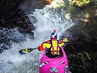 激流下り。滝に挑むカヤックのGoPro動画。そうさ今こそアドベンチャー