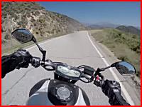 トラックと正面衝突したライダーのヘルメットカム映像が怖すぎる