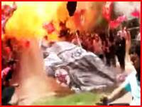 20日トルコで爆発が発生し31名が死亡。その瞬間の映像が投稿される。爆弾テロか。