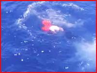 海賊狩り。人間ハンティング。海に落ちた海賊を漁船から射殺する映像がみつかる。