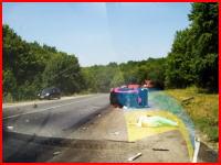 シートベルトをしていなかったのか。事故で車から射出されてしまった女性の映像。