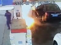 中国人極悪すぎる(°_°)ガソリンスタンドで店員にガソリンを噴射して火を付ける。