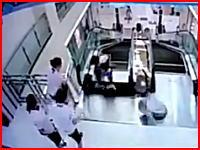 こんなん怖すぎる。エスカレーターの底が抜けて女性が飲みこまれて圧死。そのビデオ。