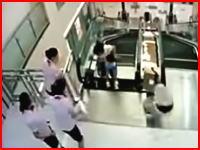 エレベーター巻き込まれ死亡事故の新たな動画キタ。こちらは音声あり。従業員は数分前に異変に気が付いていた。